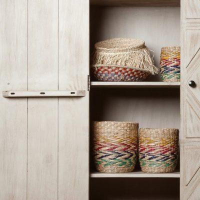 cistells de vimet a armari